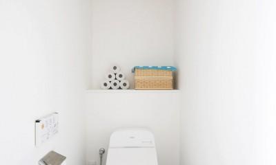 トイレ|玄関が広くドアのない空間は、明るく開放的で暮らしやすさ抜群。