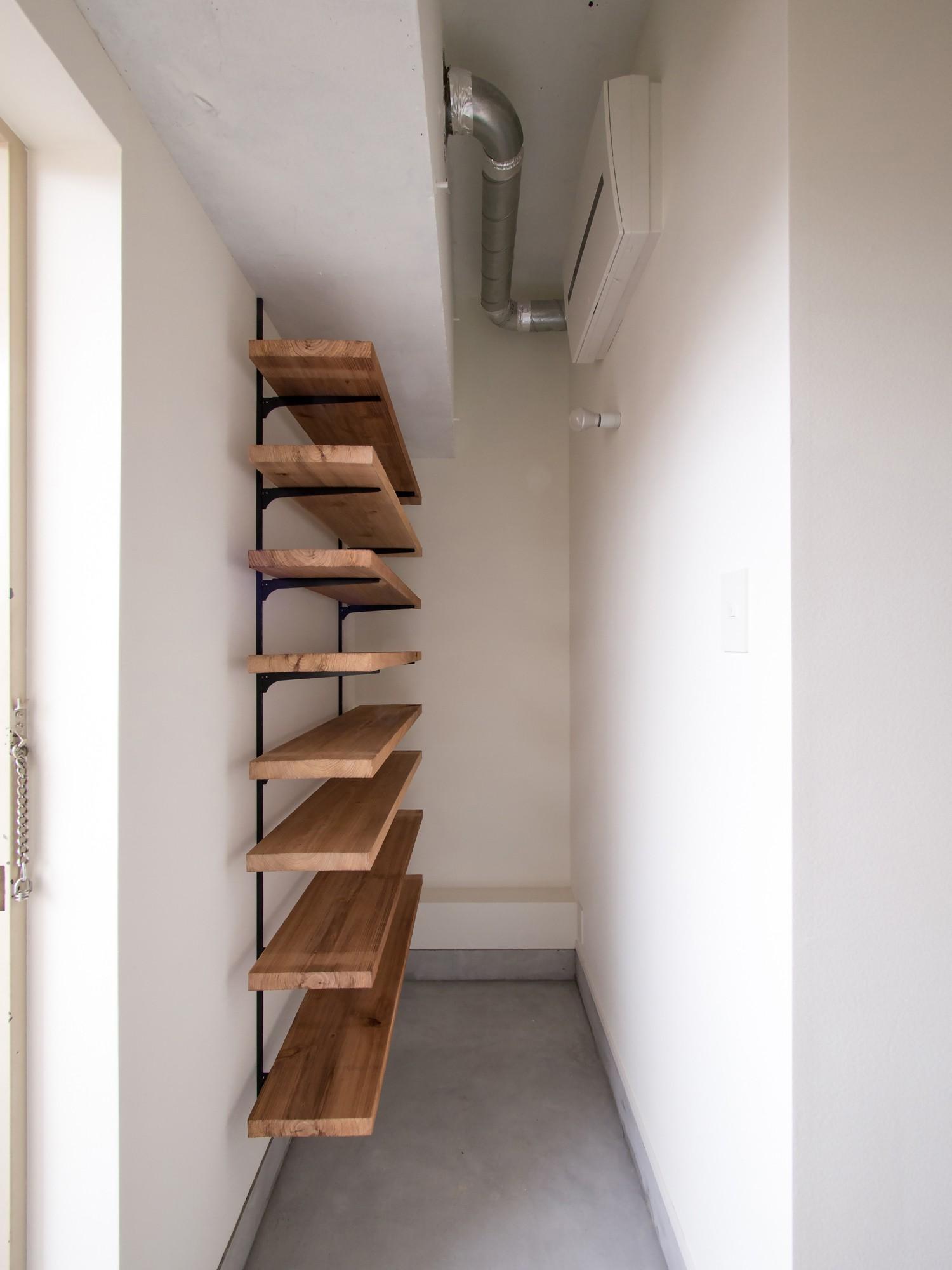 玄関事例:オープンタイプのシューズクローク(素因数の家 すくすくリノベーションvol.11)
