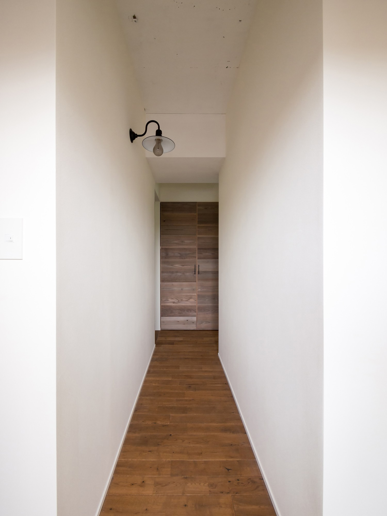 リビングダイニング事例:ストーリーを感じる廊下(素因数の家 すくすくリノベーションvol.11)