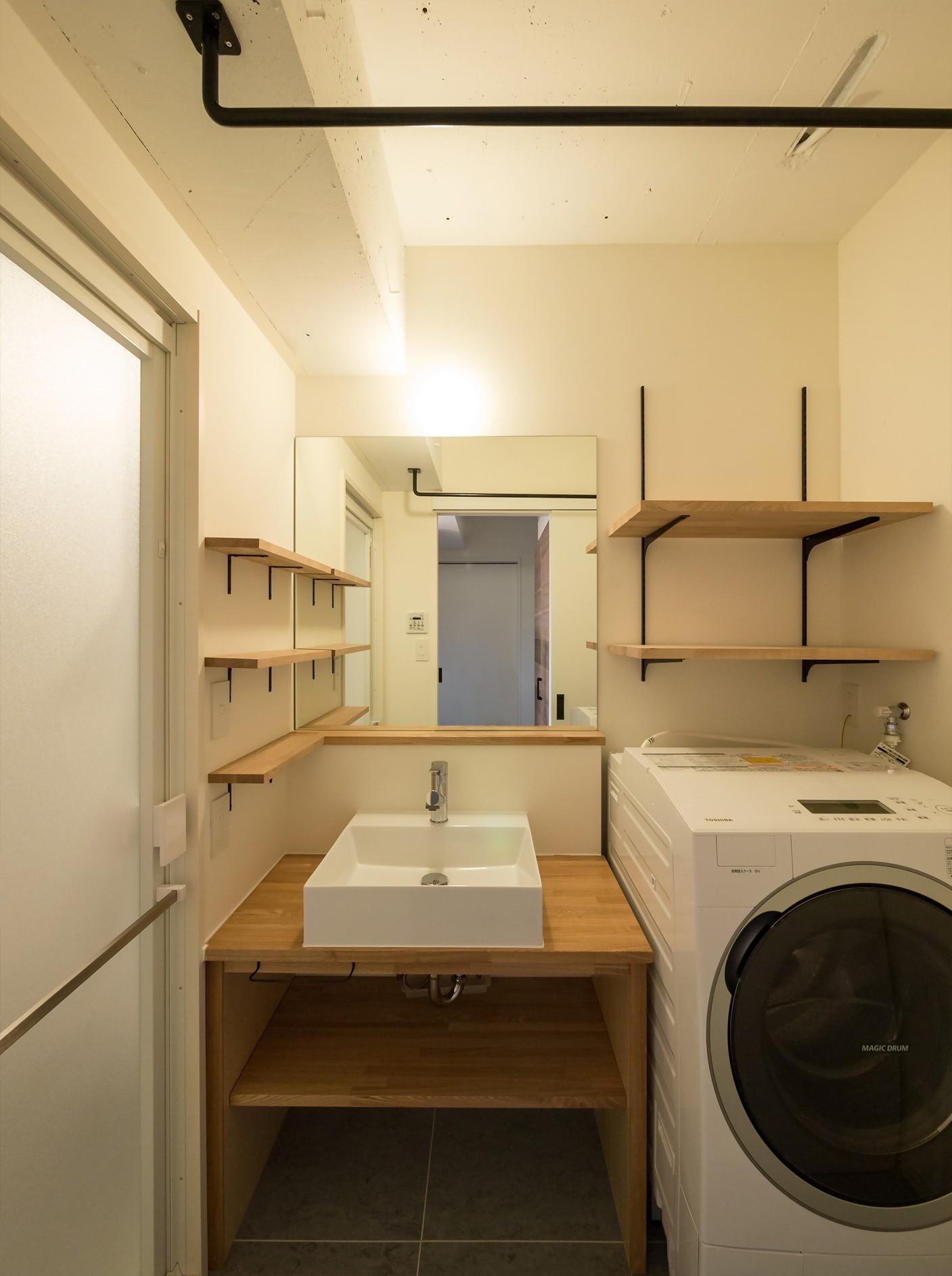 バス/トイレ事例:シンプルな構成の洗面台周り(素因数の家 すくすくリノベーションvol.11)