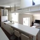 スロープの家・卍(愛犬家住宅・愛猫家住宅)の写真 ダイニングキッチンとキャットウォーク
