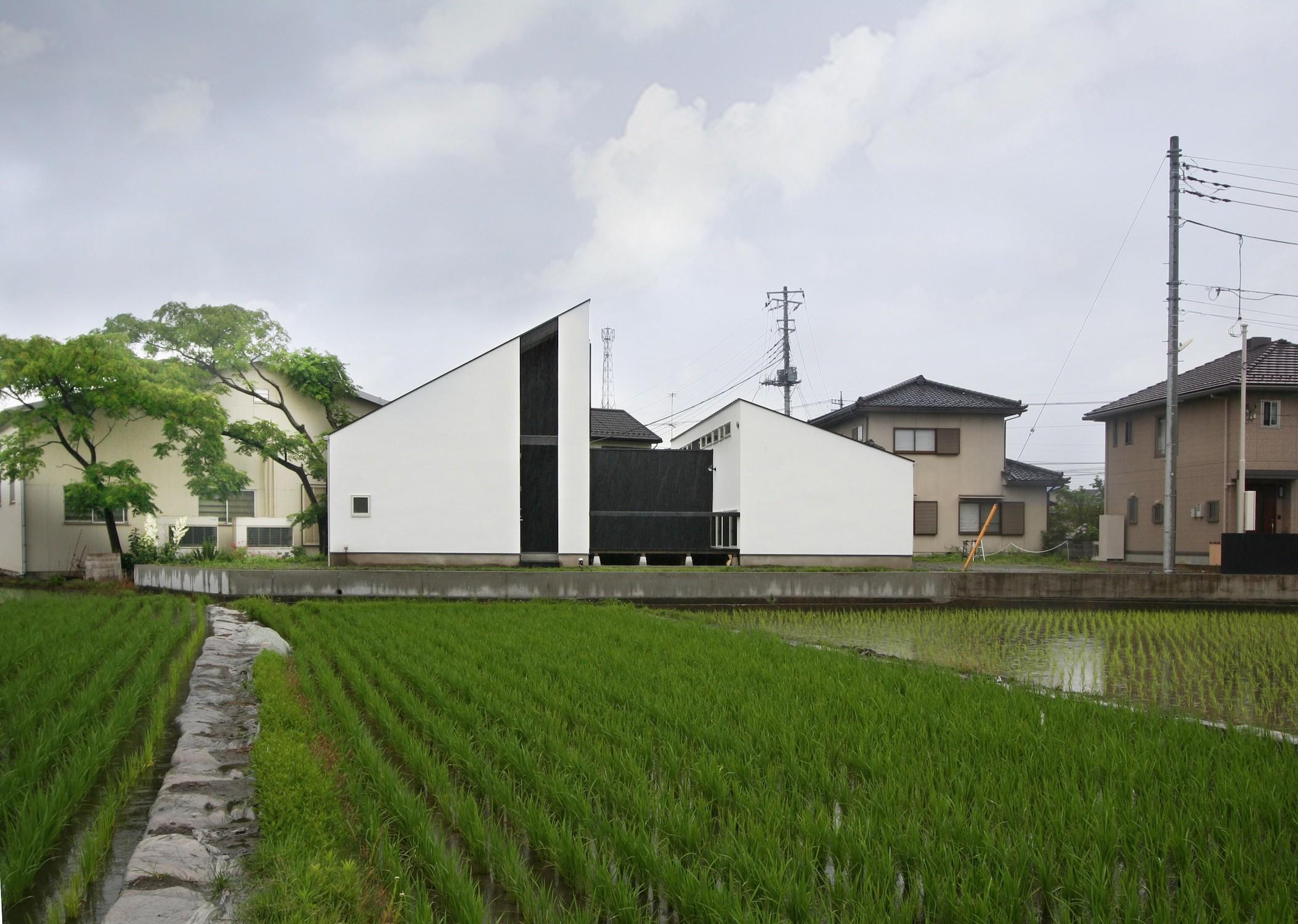 外観事例:ミニマルデザインの外観(山梨の平屋の家)