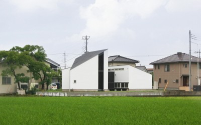 ミニマルな外観 (山梨の平屋の家)