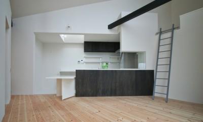 ペニンシュラ型の対面キッチン|山梨の平屋の家
