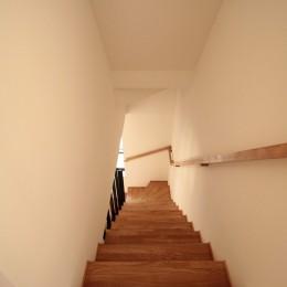 無垢材と色にこだわった家