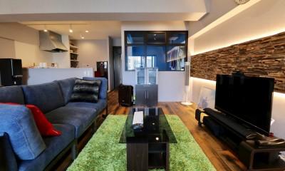 リビングダイニング|天然素材と室内窓が創る空間