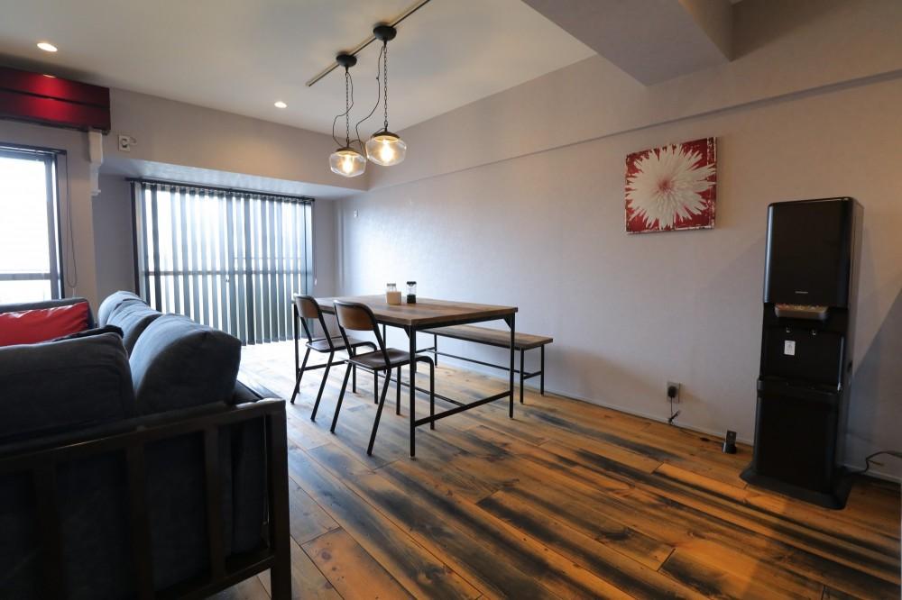 天然素材と室内窓が創る空間 (ダイニング)