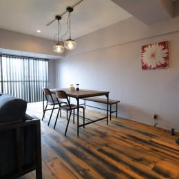 天然素材と室内窓が創る空間