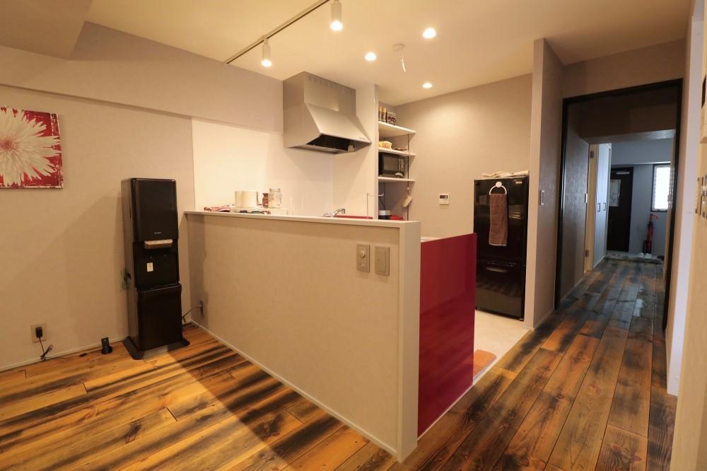 天然素材と室内窓が創る空間 (キッチン)