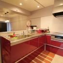 天然素材と室内窓が創る空間の写真 キッチン