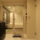 天然素材と室内窓が創る空間の写真 バスルーム