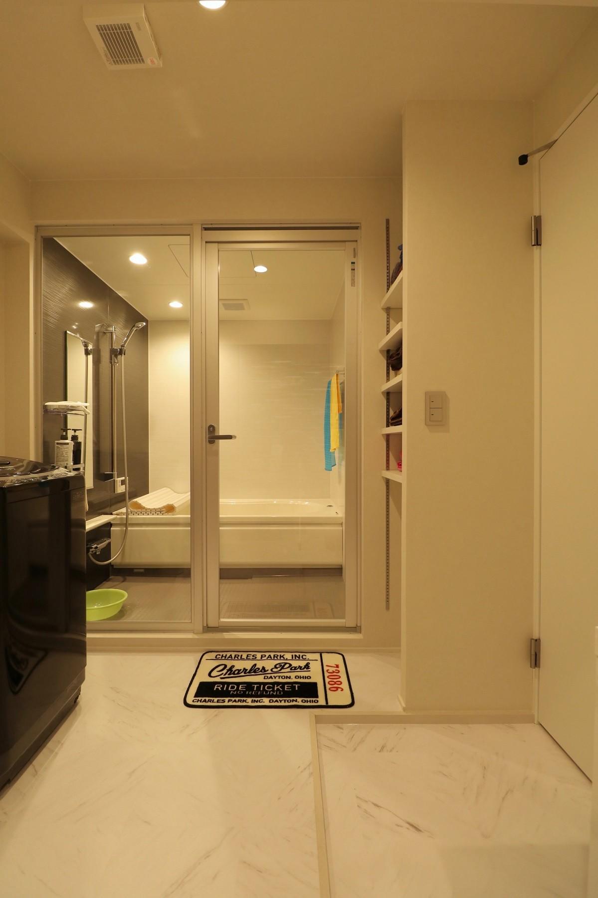 バス/トイレ事例:バスルーム(天然素材と室内窓が創る空間)