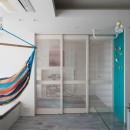 望楼の家 すくすくリノベーションvol.10の写真 キッズスペースとリビングルームをやわらかく仕切る