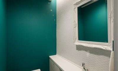 望楼の家 すくすくリノベーションvol.10 (趣のあるタイルのトイレ)