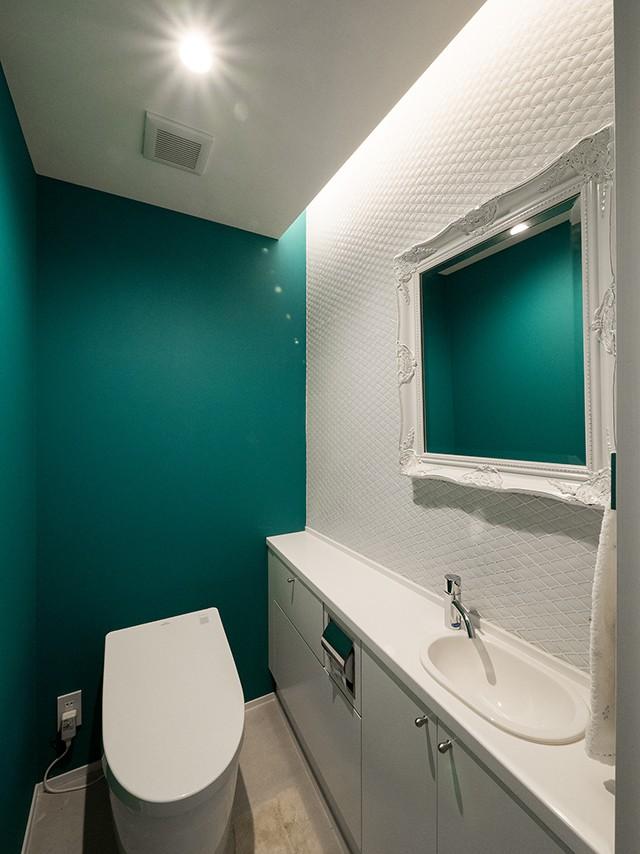 バス/トイレ事例:趣のあるタイルのトイレ(望楼の家 すくすくリノベーションvol.10)