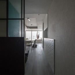 望楼の家 すくすくリノベーションvol.10 (エントランスからみたダイニングキッチン)