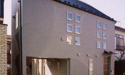 (西東京市)ひばりが丘の木造3階建ての家 (道路斜線を避けた3階建て住宅の外観)