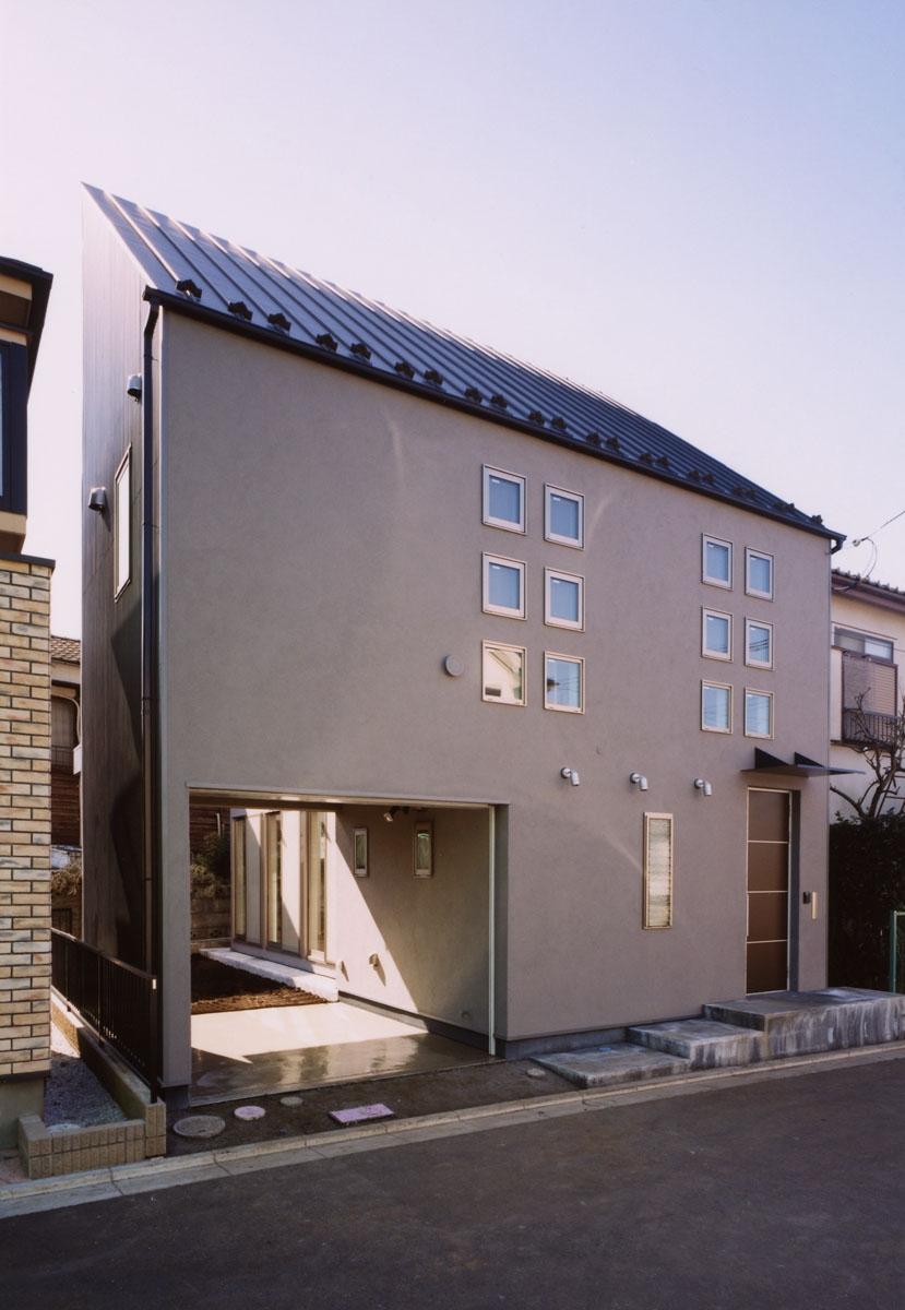 (西東京市)ひばりが丘の木造3階建ての家の写真 道路斜線を避けた3階建て住宅の外観
