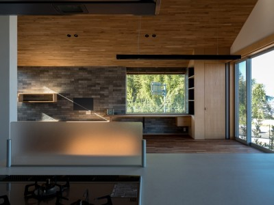 対面キッチンからの眺め (北林泉の家)