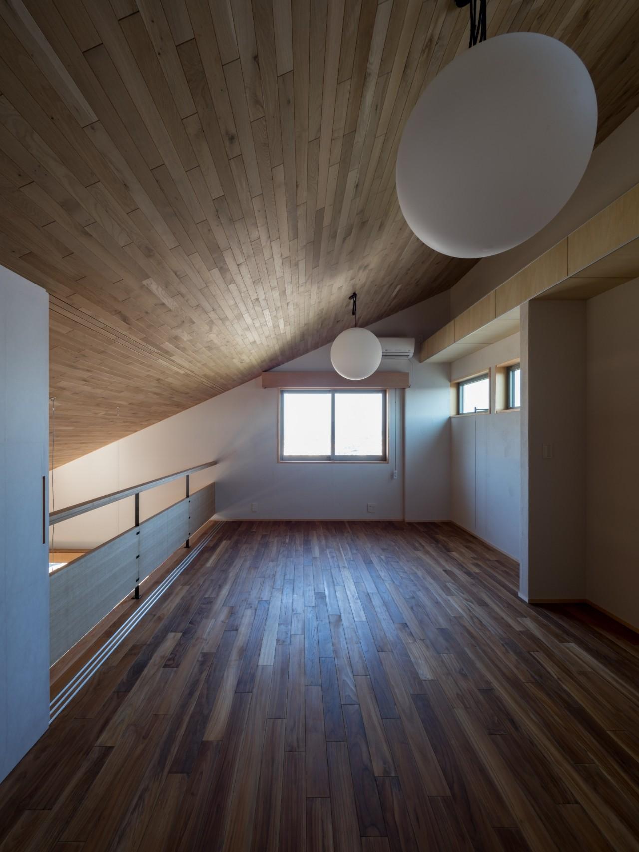 書斎事例:リビングから空間がつながる書斎(北林泉の家)