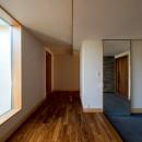 北林泉の家の写真 玄関に大きな鏡の建具を設える