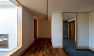 北林泉の家 (玄関に大きな鏡の建具を設える)