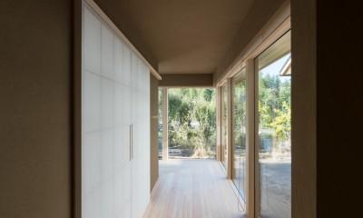 北林泉の家 (中庭を取り込んだ縁側の柔らかなしきい)