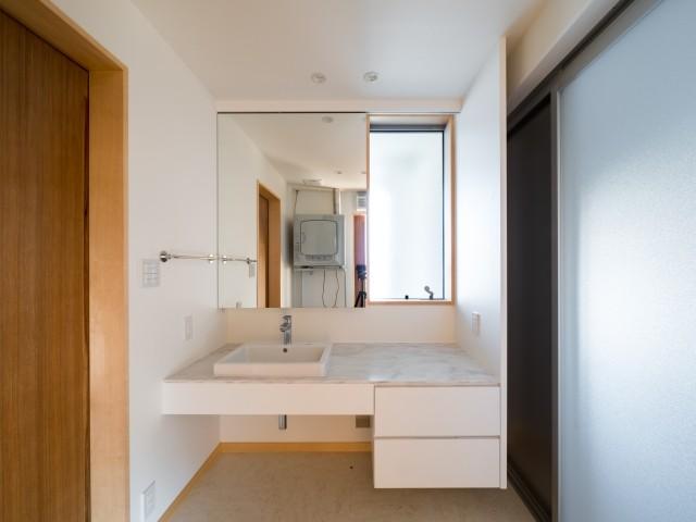 バス/トイレ事例:造り付けの洗面化粧台(北林泉の家)