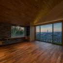 北林泉の家の写真 夕景をのぞむリビングルーム