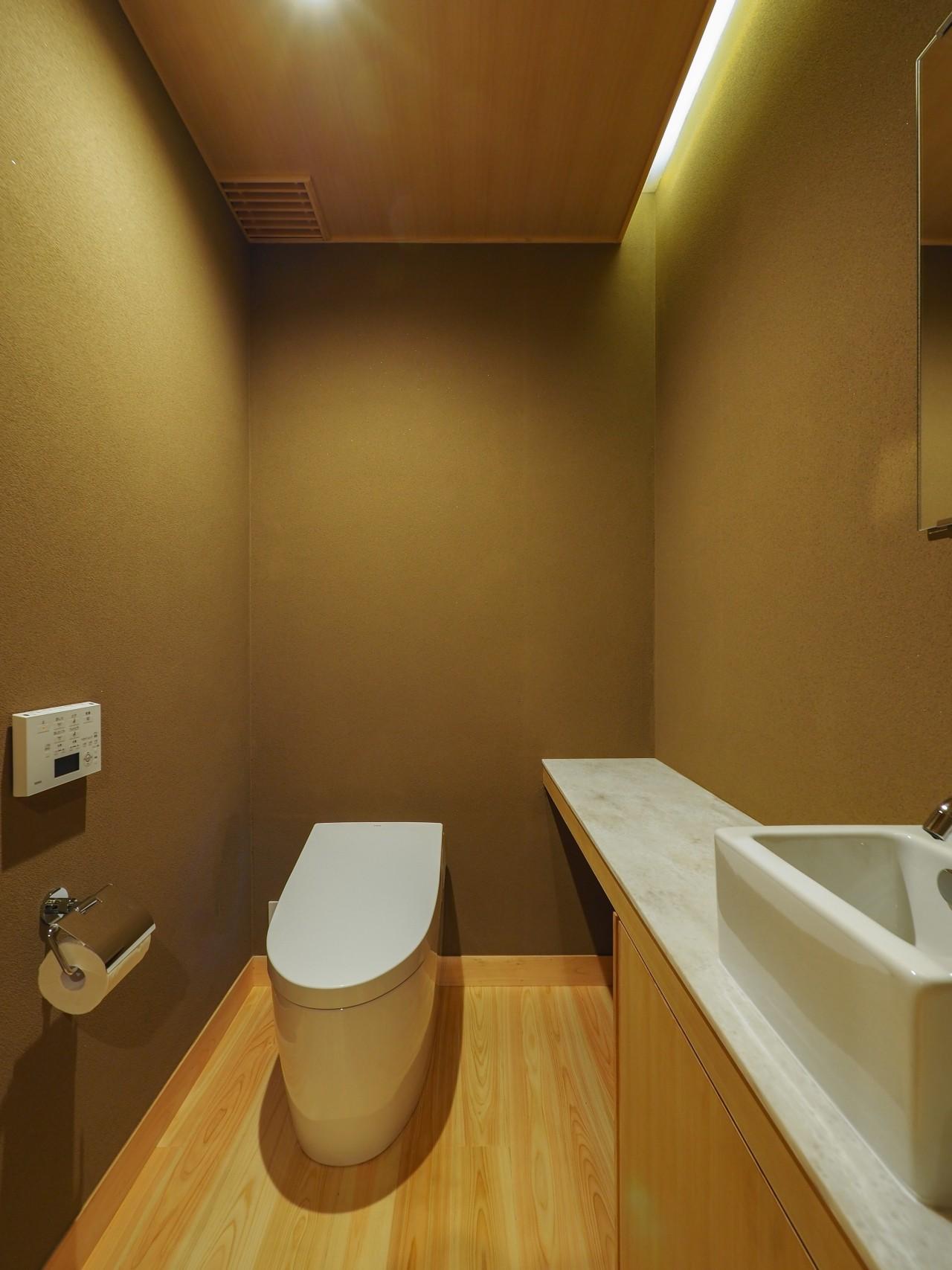 バス/トイレ事例:来客用トイレも和室素材の設えに(北林泉の家)
