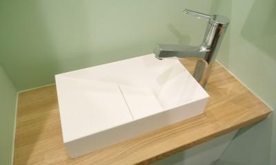 自然素材で呼吸を大事にするヨガスタジオ (洗面)