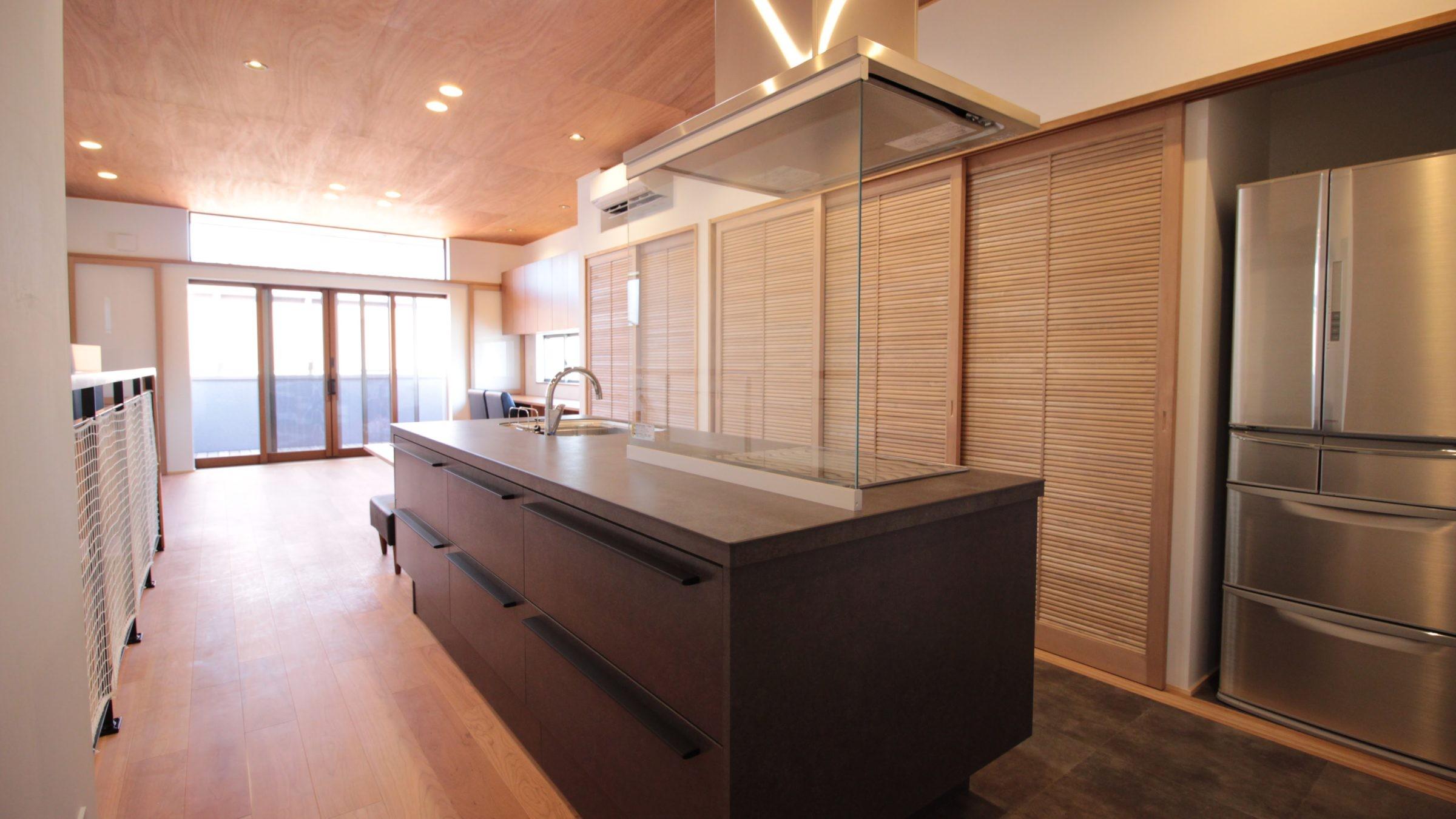 キッチン事例:キッチン(和の素材感をモダンにアレンジした新築住宅)