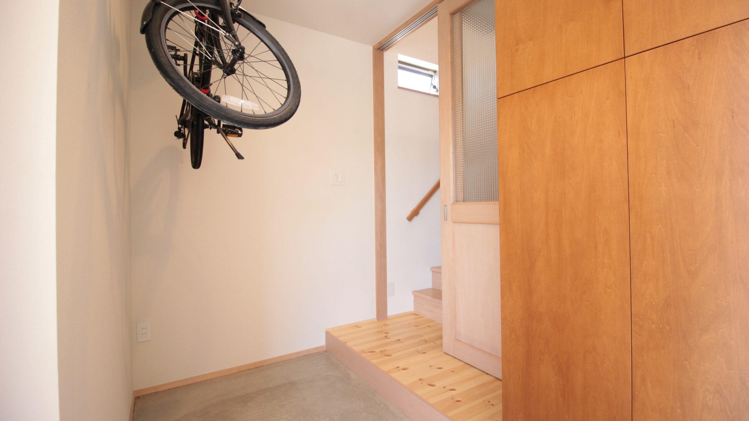 玄関事例:玄関土間(和の素材感をモダンにアレンジした新築住宅)