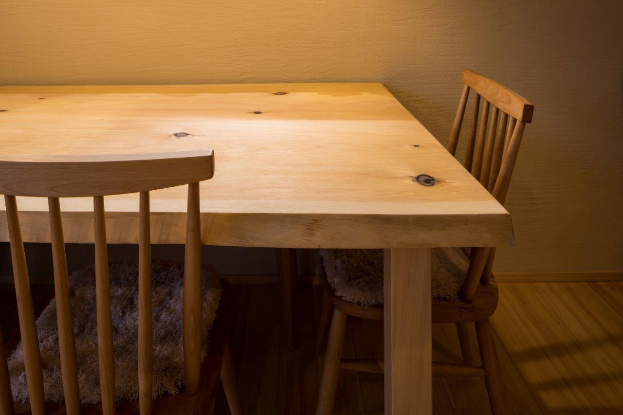 その他事例:オリジナルテーブル(光と自然素材が心地の良い家)