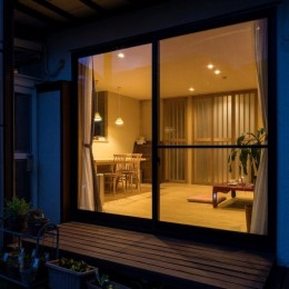 光と自然素材が心地の良い家 (外観)