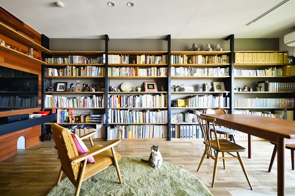 書斎事例:壁面収納(回遊できるおうちで気ままなニャンライフ)