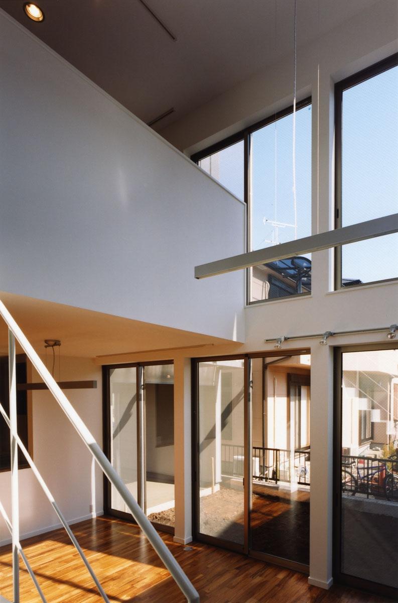 (西東京市)ひばりが丘の木造3階建ての家の写真 リビング吹き抜け,2階に家族の勉強スペース(書斎)