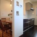 落ち着きのあるレトロモダンの写真 キッチン