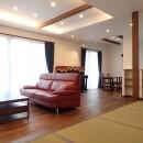 高級感漂う大空間でゆったり過ごす家の写真 リビング
