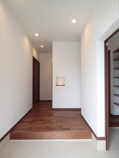 玄関ホール (高級感漂う大空間でゆったり過ごす家)