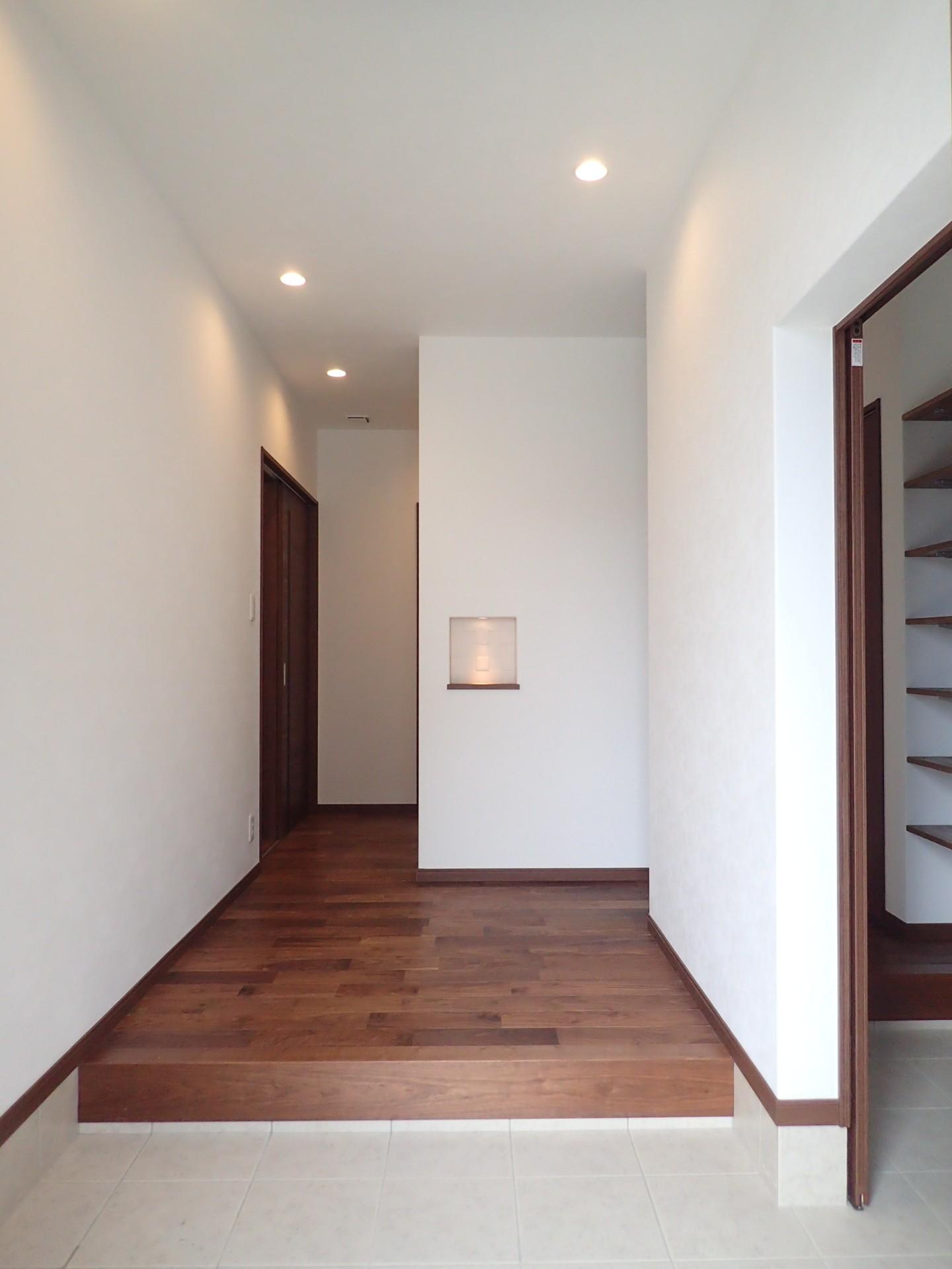 玄関事例:玄関ホール(高級感漂う大空間でゆったり過ごす家)