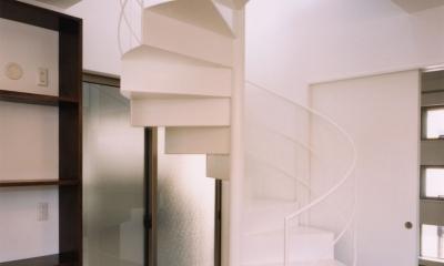 (西東京市)ひばりが丘の木造3階建ての家 (2階から3階への鉄骨らせん階段)