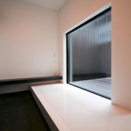 中庭のある家 OUCHI-04 (中庭を臨む玄関土間)