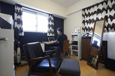 夫の書斎 (A邸-こだわりの収納と、家族それぞれの空間つくり)