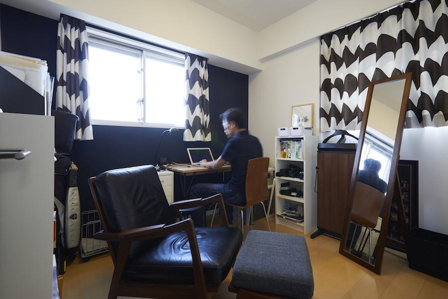 A邸-こだわりの収納と、家族それぞれの空間つくり (夫の書斎)