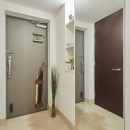 A邸-こだわりの収納と、家族それぞれの空間つくりの写真 玄関