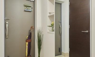 A邸-こだわりの収納と、家族それぞれの空間つくり (玄関)