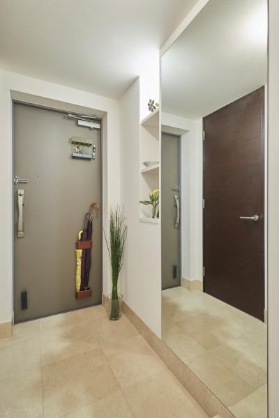 玄関 (A邸-こだわりの収納と、家族それぞれの空間つくり)
