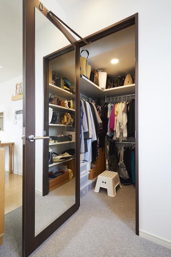 収納事例:ウォークインクローゼット(A邸-こだわりの収納と、家族それぞれの空間つくり)