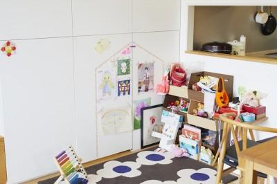リビング (A邸-こだわりの収納と、家族それぞれの空間つくり)